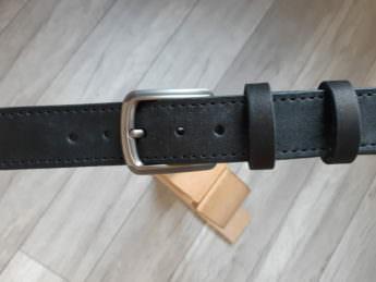 Черный кожаный ремень ручной работы прошитый ниткой